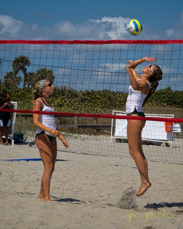 PLAY  2  volleyball  1