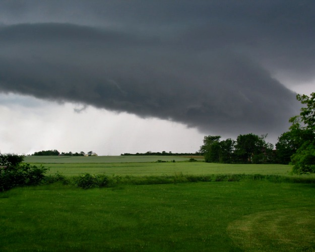 All things must pass - Shelf cloud coming over the hill1